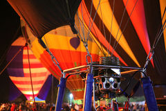 Ballons à air chauds et détail de brûleur à une lueur annuelle de ballon en Arizona Image stock