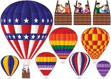 Ballons à air chauds et gondoles assortis Photos libres de droits