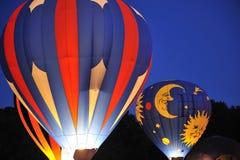 Ballons à air chauds la nuit Photographie stock libre de droits