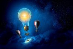 Ballons à air en ciel de soirée Image libre de droits