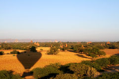 Ballons över Bagan Royaltyfri Fotografi