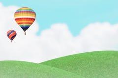 Ballons över gräskullen. Royaltyfri Bild