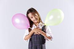 Ballons цвета удерживания маленькой девочки стоковое изображение rf