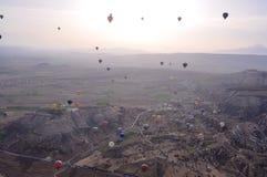 Ballons au-dessus de Cappadocia Image libre de droits