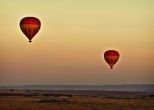 Ballons au lever de soleil, Kenya image libre de droits