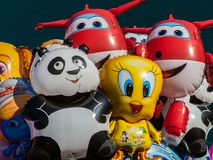 Ballons avec la forme des personnages de dessin animé Images libres de droits