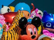 Ballons avec la forme des personnages de dessin animé Photos libres de droits