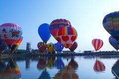 Ballons, Ballons in hemel, Ballonfestival, Internationale de Ballonfiesta 2017, Chiang Rai, Thailand van Singhapark Royalty-vrije Stock Foto