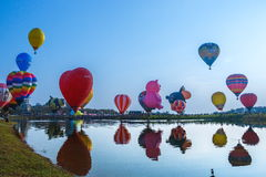 Ballons, Ballons in hemel, Ballonfestival, Internationale de Ballonfiesta 2017, Chiang Rai, Thailand van Singhapark Royalty-vrije Stock Afbeeldingen
