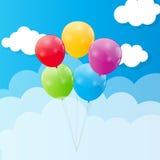Ballons brillants de couleur contre Blu Sky Background Photo stock