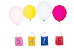 Ballons colorés avec des paniers, vente de mot Image libre de droits