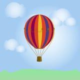 Ballons colorés dans le ciel bleu photos libres de droits