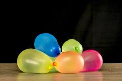 Ballons colorés de l'eau Images libres de droits