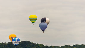Ballons décollant chez Bristol Balloon Fiesta H 2016 Photographie stock