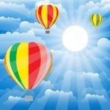 Ballons d'aérostat au-dessus de ciel Vecteur coloré Photos stock