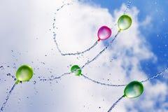Ballons d'eau en vol photo libre de droits
