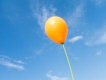 Ballons dans le ciel Photo stock