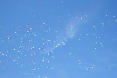 Ballons dans le ciel Photos stock