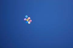 Ballons in de hemel Stock Fotografie