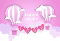 Ballons de Valentine Day Background With Air au-dessus d'affiche rose d'amour de nuages Images libres de droits