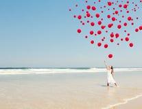 Ballons deixando cair no céu Imagens de Stock
