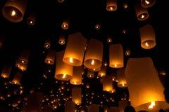Ballons in der Nacht Lizenzfreie Stockfotos