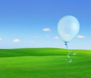 Ballons die in de hemel vliegen Stock Foto