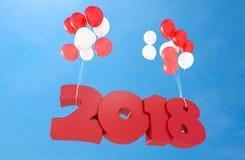 Ballons die tekst 2018 in blauwe hemel houden Stock Afbeeldingen