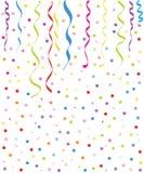Ballons e fundo pequenos coloridos dos confetes Fotografia de Stock Royalty Free
