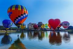 Ballons en ciel, festival de ballon, fiesta internationale 2017 de ballon de Singhapark Photographie stock libre de droits