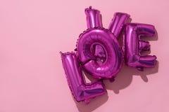 ballons en forme de lettre formant l'amour de mot Photos stock