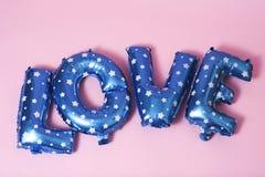 ballons en forme de lettre formant l'amour de mot Photographie stock