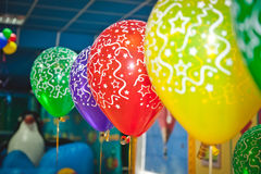 Ballons en vieringsconcept - veel kleurrijke ballons Royalty-vrije Stock Afbeeldingen