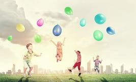 Ballons espiègles de crochet d'enfants Images libres de droits
