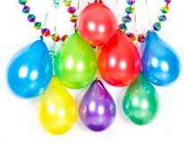 Ballons et guirlandes colorés. Décoration de réception Photographie stock libre de droits