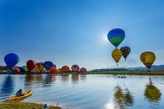 Ballons in hemel, Ballonfestival, Internationale de Ballonfiesta 2017 van Singhapark Royalty-vrije Stock Afbeeldingen