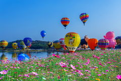 Ballons in hemel, Ballonfestival, Internationale de Ballonfiesta 2017 van Singhapark Stock Foto's