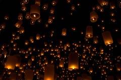 Ballons i natten Arkivfoto