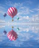 Ballons im Himmel Lizenzfreies Stockfoto