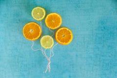 Ballons lumineux des tranches de fruit Images stock