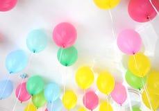 Ballons mélangés de partie de couleur Photos stock