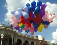 Ballons magiques de royaume de Disney dans le grand dos de liberté Photos stock