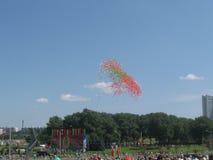 Ballons no céu Fotografia de Stock Royalty Free