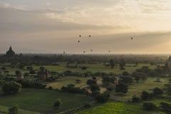 Ballons over de Tempels van Bagan Stock Afbeeldingen