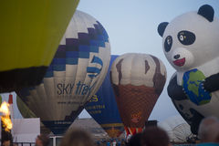 Ballons prêts à décoller avant lever de soleil Images libres de droits