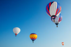 Ballons sur le fond de ciel bleu Image stock