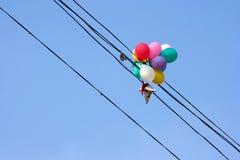 Ballons sur les fils électriques Images libres de droits