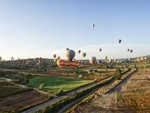 Ballons till cappadociaen royaltyfria bilder