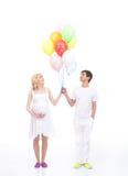 Ballons van een de mooie Kaukasische paarholding Royalty-vrije Stock Foto