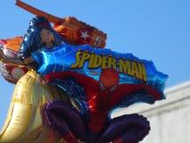 Ballons voor de vakantie worden opgeblazen die Stock Foto